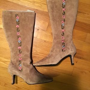 Shoes - New suede boots with embroiderd flowers